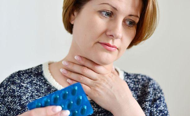 Kodeiinipitoista lääkettä määrätään muun muassa pahaan kurkkukipuun.