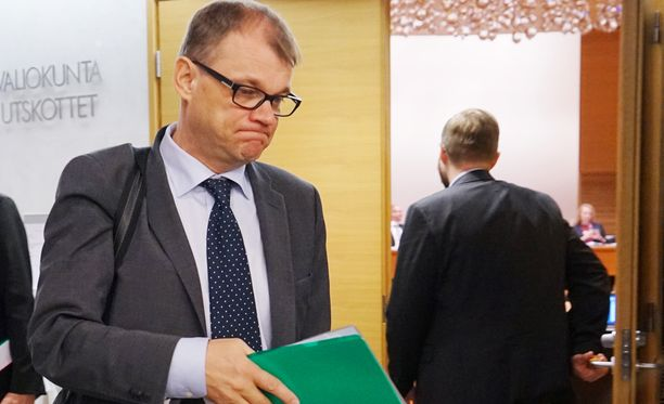 Pääministeri Juha Sipilän yhteiskuntasopimuksen neuvotteluaikataulut paukkuvat työmarkkinamiesten käsissä.