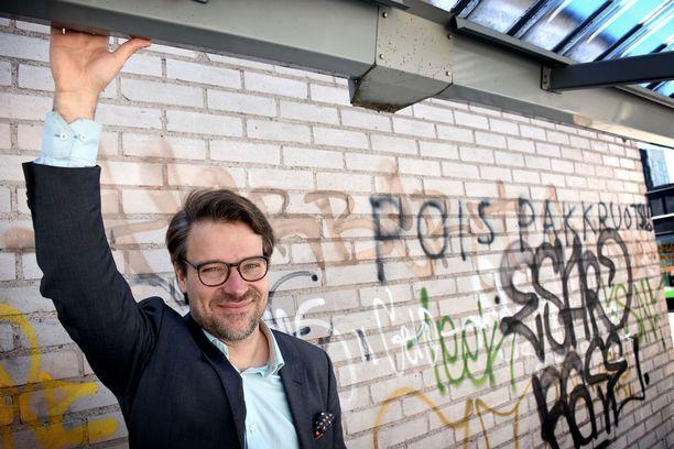 Ville Niinistö seuraa kuuden vuoden puheenjohtajakauden jälkeen vihreiden puoluekokousta Vantaalla ns. rivikansanedustajana. Hän päättää poliittisesta jatkostaan syksyllä.