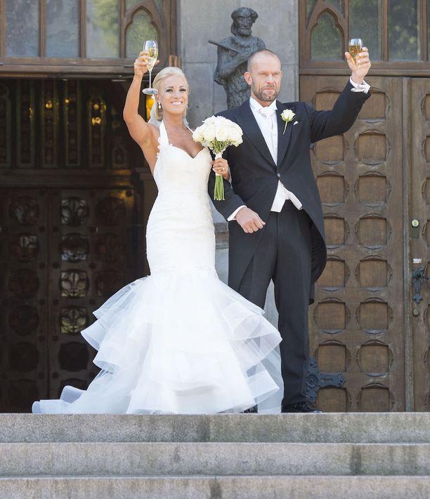 Karalahtien avioliitto ei ehtinyt kestää edes kahta vuotta.