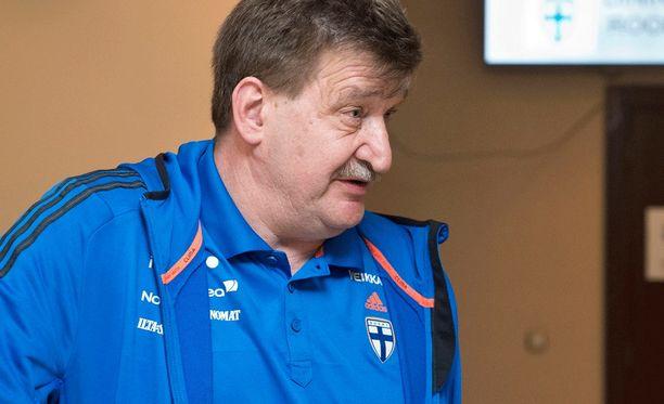 Palloliiton puheenjohtaja Pertti Alaja haluaa koota parhaat voimat yhteisen asian eteen.