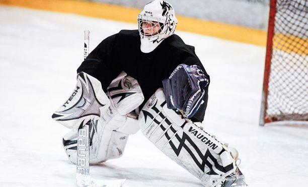 Janita Haapasaari pelaa sekä TuKin miesten että RoKin naisten joukkueessa.