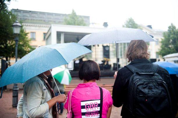 Sateenvarjot kannattaa pitää ulottuvilla.
