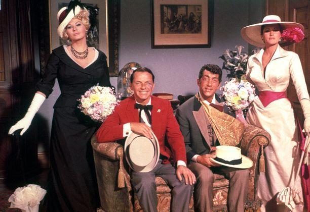 4 for Texas -länkkärikomediassa Ekbergin vastanäyttelijöinä olivat Frank Sinatra, Dean Martin ja Ursula Andress.