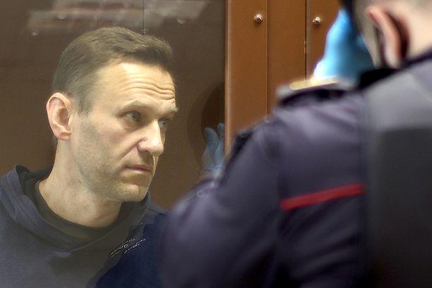 Aleksei Navalnyin vointi heikkenee vankilassa. Kuva otettu oikeudenkäynnissä Moskovassa helmikuussa.