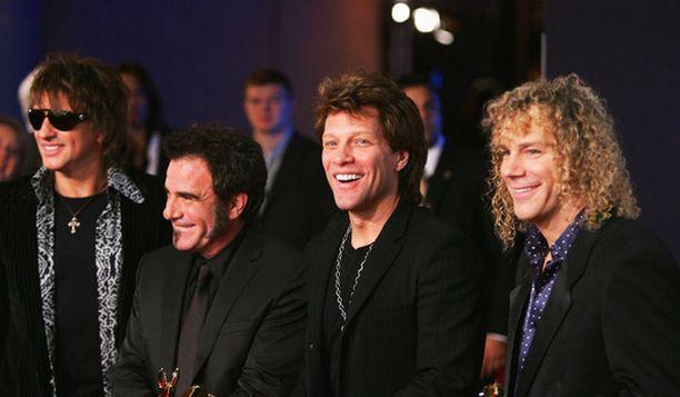 Bon jovi on optimistinen bändi, jolla on kova työmoraali, kuvaavat Tico Torres (toinen vas.) ja David Bryan (oik.) bändiään.