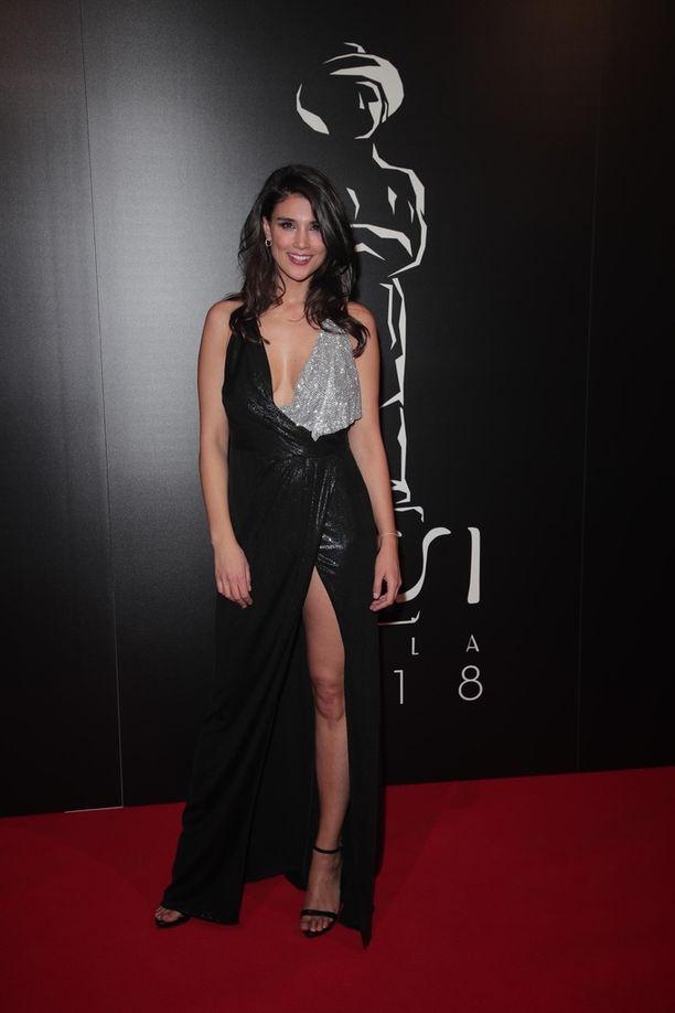 Mikko Leppilammen ex-kumppani ja malli Maryam Razavi luotti gaala-asussaan mustaan ja hopeiseen tyyliin.