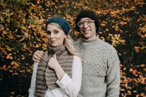 Myssyfarmin emäntä Anna ja isäntä Janne Rauhansuu.
