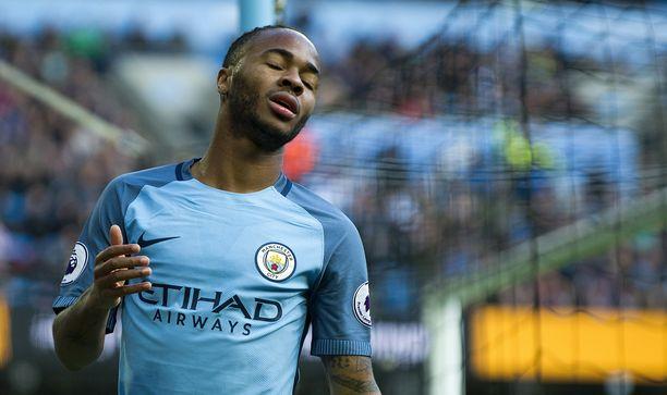Manchester Cityn Raheem Sterling sai kuunnella törkeyksiä viime lauantaina pelatussa ottelussa Chelseaa vastaan.