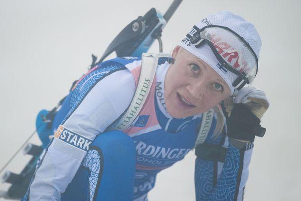 Kaisa Mäkäräinen, 37, kilpailee viikonloppuna sumun keskellä Saksan Oberhofissa.