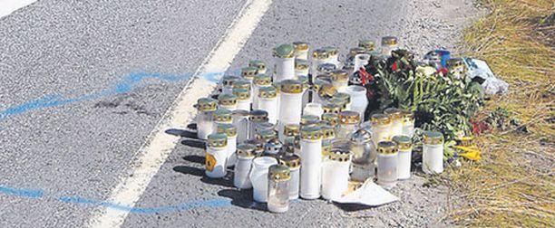 Tien varteen jätetyt muistoesineet voivat häiritä liikenteessä olevien keskittymistä.