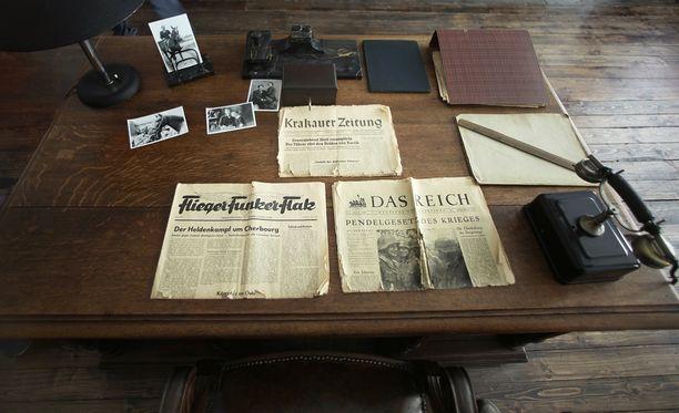 Oskar Schindlerin työpöytä on näytteillä Krakovassa hänen tehtaassaan, josta on tehty museo.
