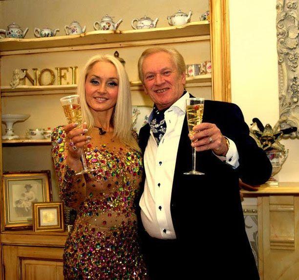 Noelie Goforth on tuhlannut kauneusleikkauksiin niin paljon, että summa riittäisi hänen mukaansa kuittaamaan Kreikan lainat. Myös aviomies Robin on kokeillut kauneushoitoja.