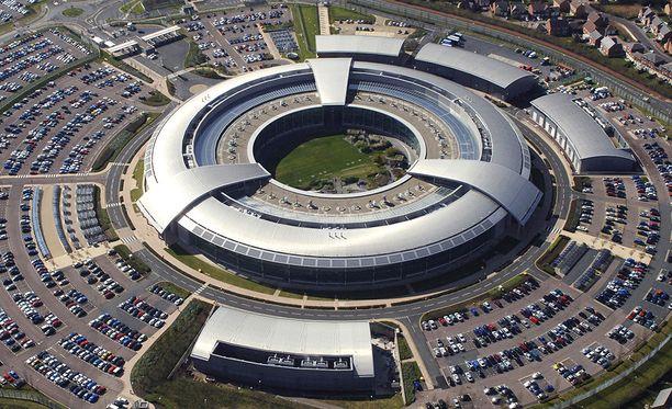 """Britannian signaalitiedustelukeskuksen päämaja """"The Doughnut"""", donitsi, sijaitsee Cheltenhamissa."""