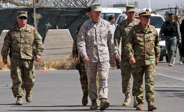 Naton komentajat vierailivat tällä viikolla Afganistanissa tilaisuudessa, jossa vaihdettiin operaation johto.
