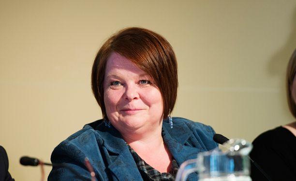 Aiemmin Tampereen perussuomalaiset päätti, että Terhi Kiemunki jatkaa yhdistyksen puheenjohtajana, vaikka Kiemunki erotettiin puolueesta.