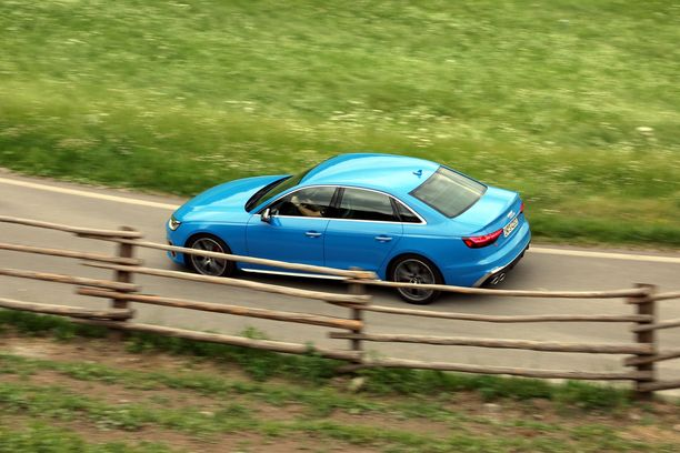 Uudistuneen A4-malliston S4-huippumalli puhuttelee suorituskykyä arvostavia.