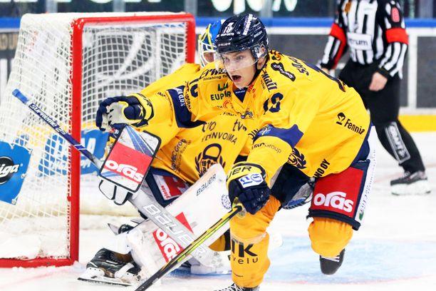 Maajoukkueen kokoonpanon julkistaminen siirtyi loppuviikkoon, mutta kahdeksassa ottelussa yhdeksän pistettä tehneen Lukko-pakki Vili Saarijärven voisi olettaa olevan mukana.