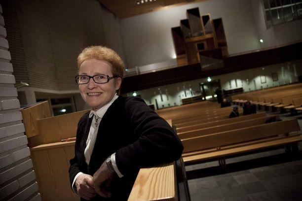 Pirkko Jalovaara on tullut tunnetuksi pitäessään rukousiltoja kirkoissa eri puolilla Suomea.