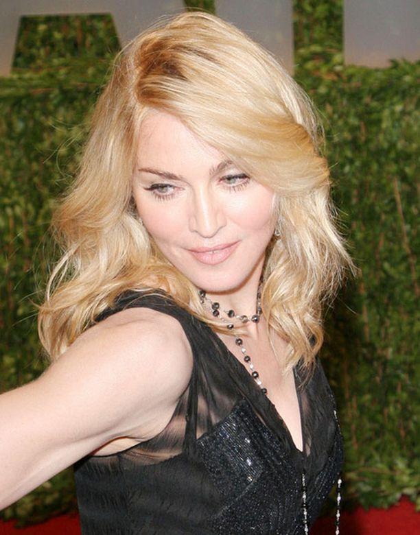Madonna haluaa auttaa isovanhempiensa kotikylän asukkaita.
