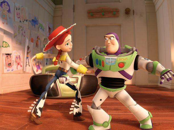Ensimmäinen Toy Story -elokuva ilmestyi vuonna 1995, elokuvasarjan toinen osa vuonna 1999 ja kolmas osa vuonna 2010.