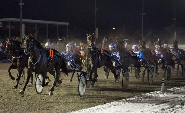 Viikonlopun ravijuhla huipentuu Kouvolassa järjestettävään Kymi Grand Prix'hin, missä voittaja palkitaan 100 000 euron potilla.