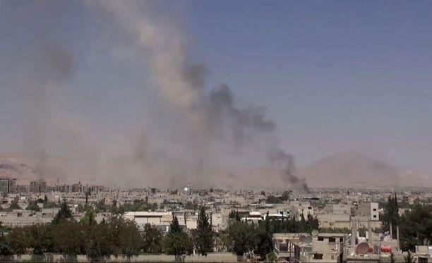 Syyrian hallitus teki viime viikolla lähes 100 ihmistä surmanneen ilmaiskun Damaskoksen lähellä sijaitsevaan kaupunkiin.