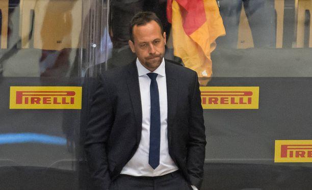 Saksan päävalmentaja Marco Sturm oli mietteliäs Norja-ottelussa.