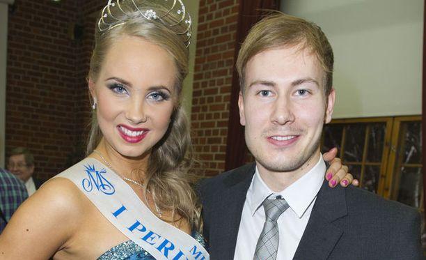 Sabina Särkkä ja hänen poikaystävänsä poseerasivat Iltalehdelle missikisojen jälkeen tammikuun lopussa.