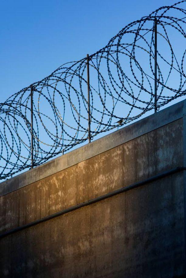 Vantaan vankilan apulaisjohtaja tuomittiin viidentoista päiväsakon rangaistukseen virkavelvollisuuden rikkomisesta.