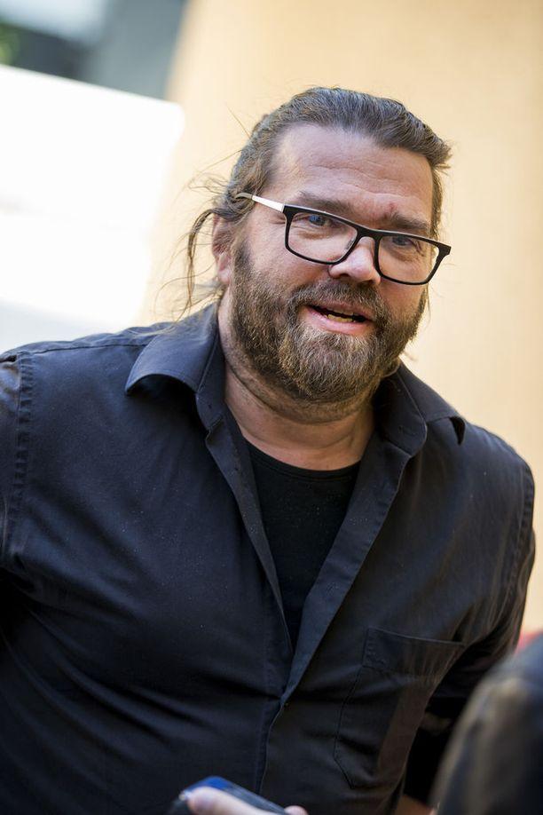 Fingerpori työllistää Turun kaupunginteatterin taiteellisena johtajana työskentelevää Mikko Koukia kesäkuuhun saakka. Syksyllä alkavat elokuvan jälkityöt.