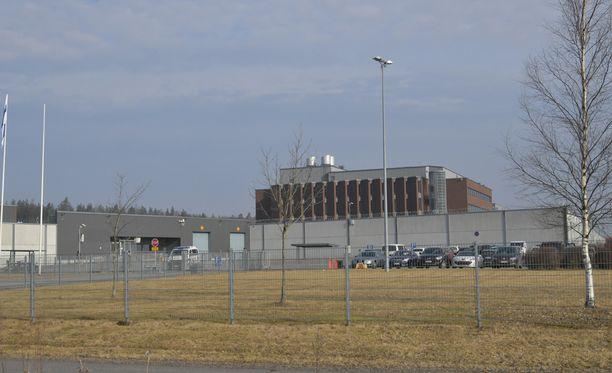 Käräjäoikeus on kokoontunut Turun vankilassa kahdella eri viikolla. Istuntopaikka on siirretty oikeustalolta pois turvallisuussyistä.
