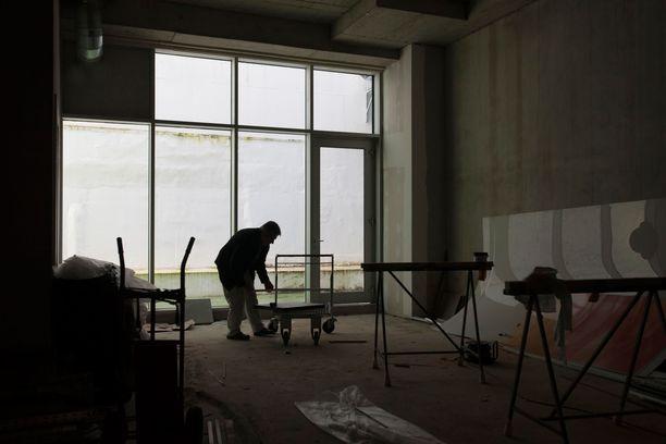 Vankeusrangaistuksen saanut virolaisnainen oli töissä Suomessa rakennusyrityksen johtotehtävissä. Kuvituskuva.