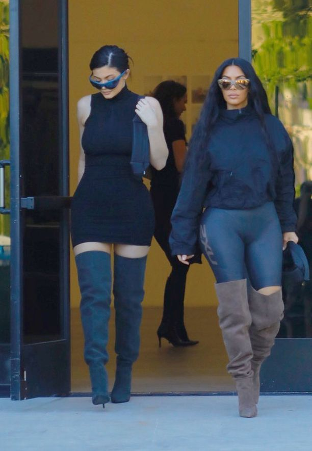 Kylie Jenner ja Kim Kardashian West.