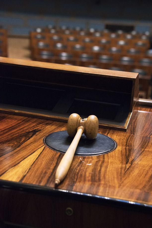 Eduskunta - lainsäädäntötyön hikipaja.