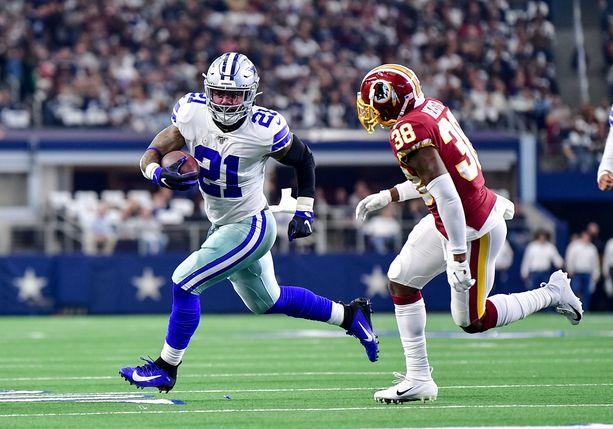 Dallas Cowboysin keskushyökkääjä Ezekiel Elliott karkaa Washington Redskinsin Kayvon Websteriltä.