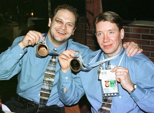 Esa Tikkanen ja Jari Kurri nähtiin viimeisen kerran yhdessä leijonapaidassa Naganon olympialaisissa.