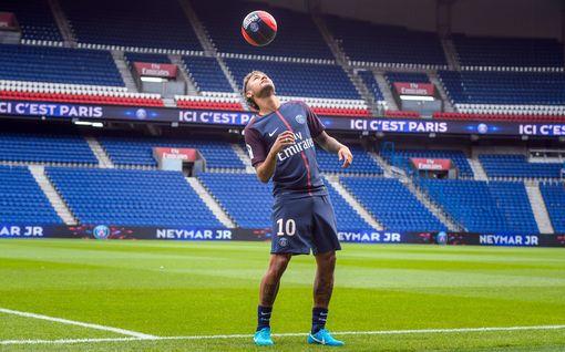 Neymar haastoi Barcelonan oikeuteen ja vaati yli 40 miljoonan korvauksia – joutuu itse maksumieheksi
