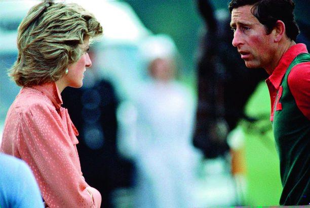 Diana koki heti avioitumisen jälkeen, että Charles alkoi systemaattisesti nujertaa vaimoaan henkisesti.