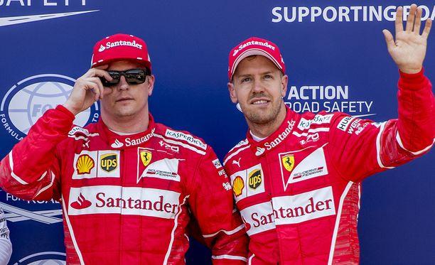Kimi Räikkönen (vas.) johti Monacon GP:tä varikkokäyntiin asti, kunnes tallikaveri Sebastian Vettel paineli ohi.