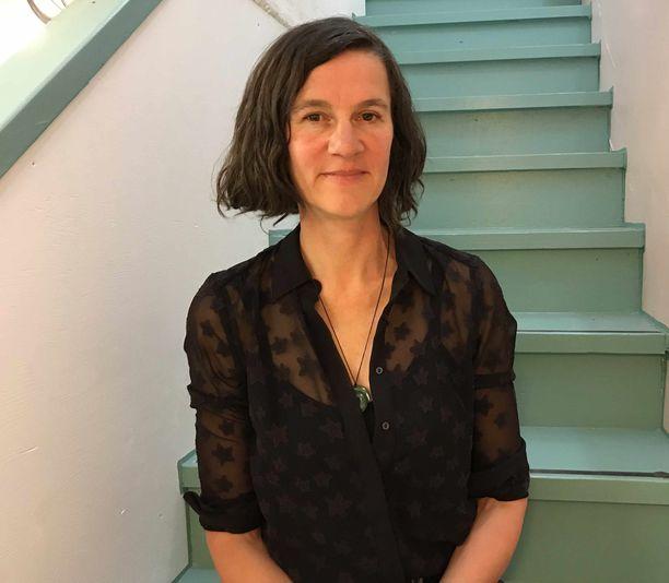 Saksalainen taiteilija ja taideterapeutti Klara Lotte matkusti Suomeen Wonderlust-festivaalien esiintyjäksi.