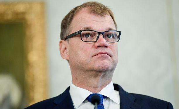 Ville Skinnari (sd) ei ole tyytyväinen Juha Sipilän (kesk) hallituksen julkistamiin EMU-linjauksiin.