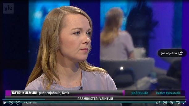 Katri Kulmuni vieraili Ylen A-studiossa 3.12.2019 keskustan puheenjohtajana. Antti Rinne (sd) oli eronnut aiemmin samana päivänä.