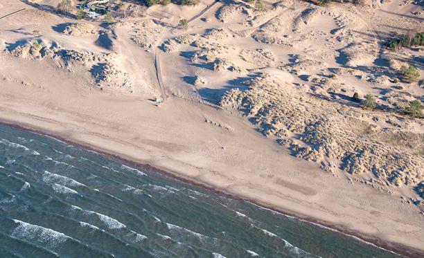 Yyterin hiekkarannan raju allokko meinasi nielaista viisi lasta mukaansa.