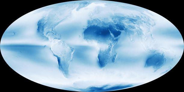 Mitä valkoisempi kohta on kartassa, sitä pilvisempi se keskimäärin on. Tummansininen väri kertoo pilvettömyydestä.