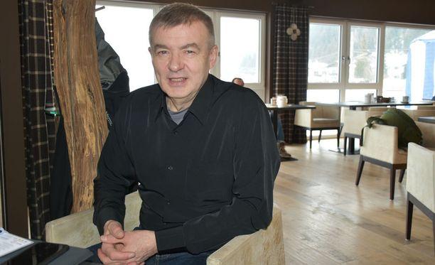 Vuonna 1952 syntynyt Kalle Lähdesmäki on juossut elämänsä aikana 122 maratonia ja sivakoinut 44 Finlandia-hiihtoa.