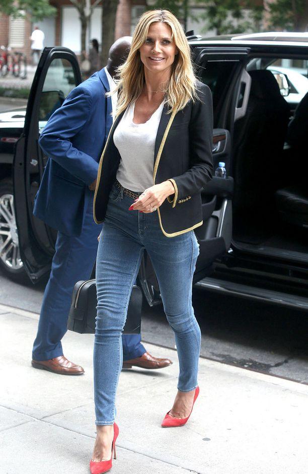 Heidi Klumin pillifarkut näyttävät juuri sopivasti nilkkaa.