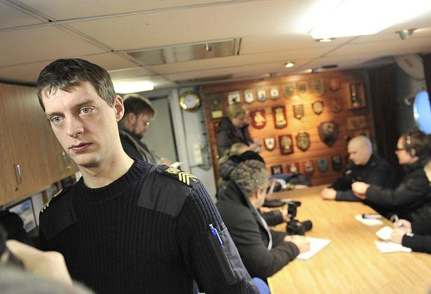 Nykyisin Turun Rannikkolaivastossa pursimiehenä työskentelevä Juho Pylvänäinen osallistui vuonna 2011 Somalian rannikolla järjestettyyn operaatio Atalantaan,