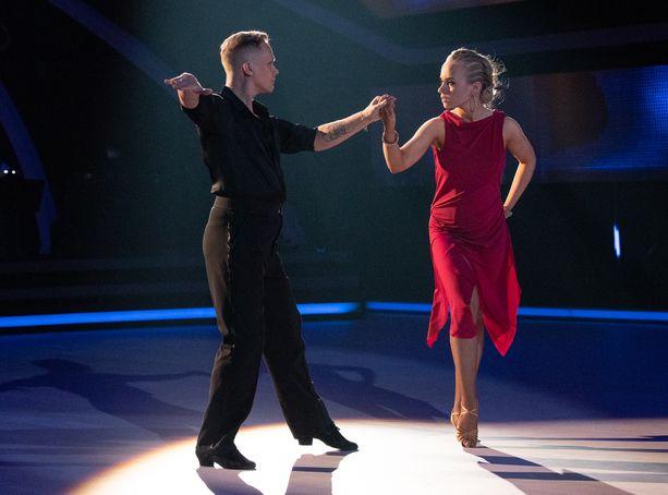 Marko Keränen ja Miisa Rotola-Pukkila tanssivat finaalissa muiden tavoin kolme tanssia.