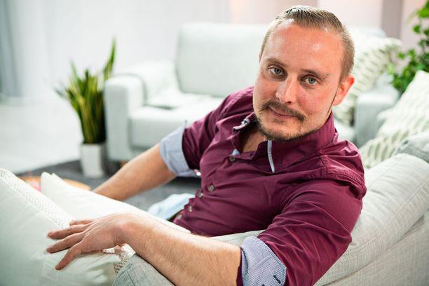 Jonne kertoo Iltalehden haastattelussa, kuka on hänen mielestään kuumin kaunotar uudella TIS-kaudella.